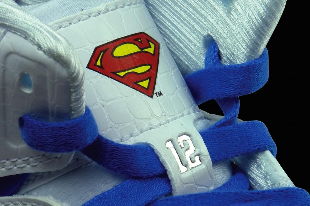 adidas-ts-beast-commander-superman-logo