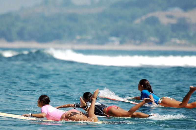 la union surfing babes