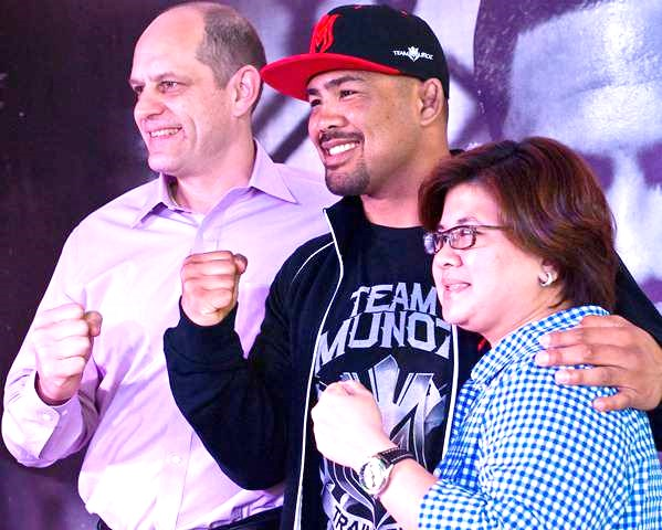 Mark-Fischer-EVP-and-Managing-Director-of-UFC-Asia-Mark-Munoz-Jojo-Estacio-Balls-Channel-Head