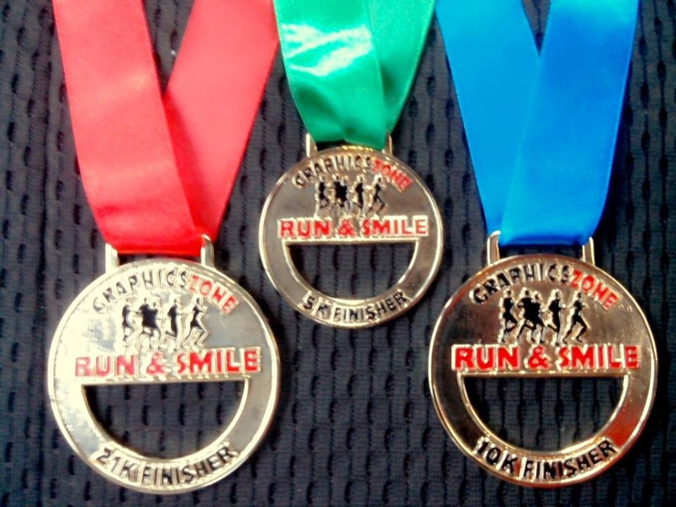 graphics-zone-run-and-smile-2013-medal-design