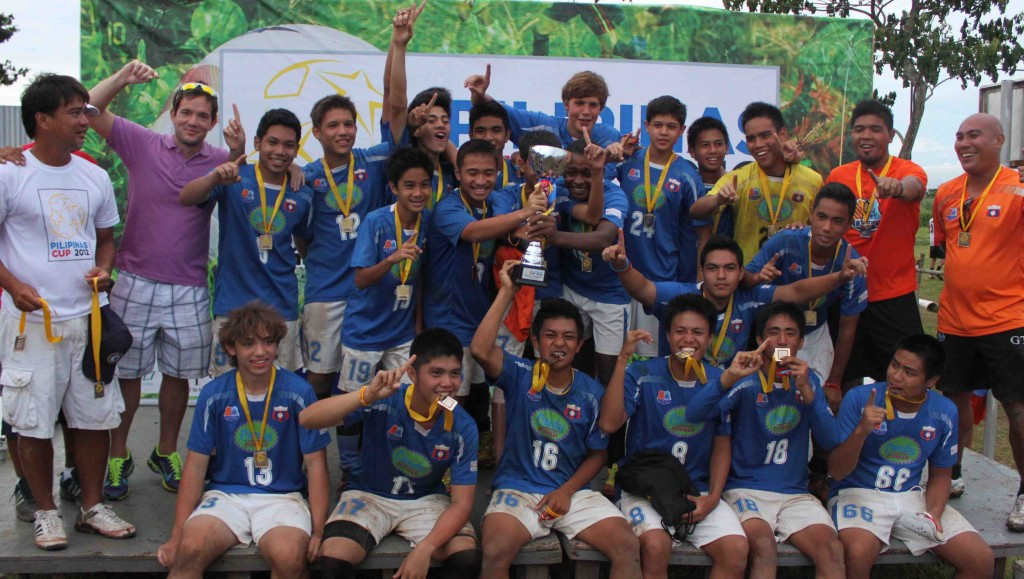 Pilipinas Cup U17 Champions Loyola MSA with Monty Roxas leftmost and Maxie Abad 2nd from left
