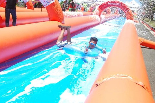 Friends, family, young, and old enjoyed zooming through one thousand feet of happiness at Slidefest Philippines last May 16-17, 2015, Filinvest City, Alabang.  © Picture Fast / Slidefest Phlippines