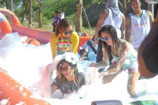 A crowd makes their way to try out the giant slip and slide at Slidefest Philippines last May 16-17, 2015, Filinvest City, Alabang. © Picture Fast / Slidefest Phlippines