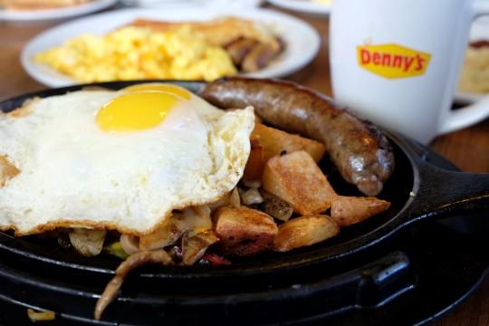Dennys-Guam-Breakfast