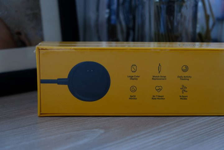 Photo of the back part of the Realme Watch box